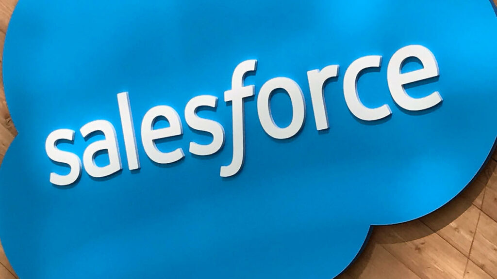 how does salesforce work