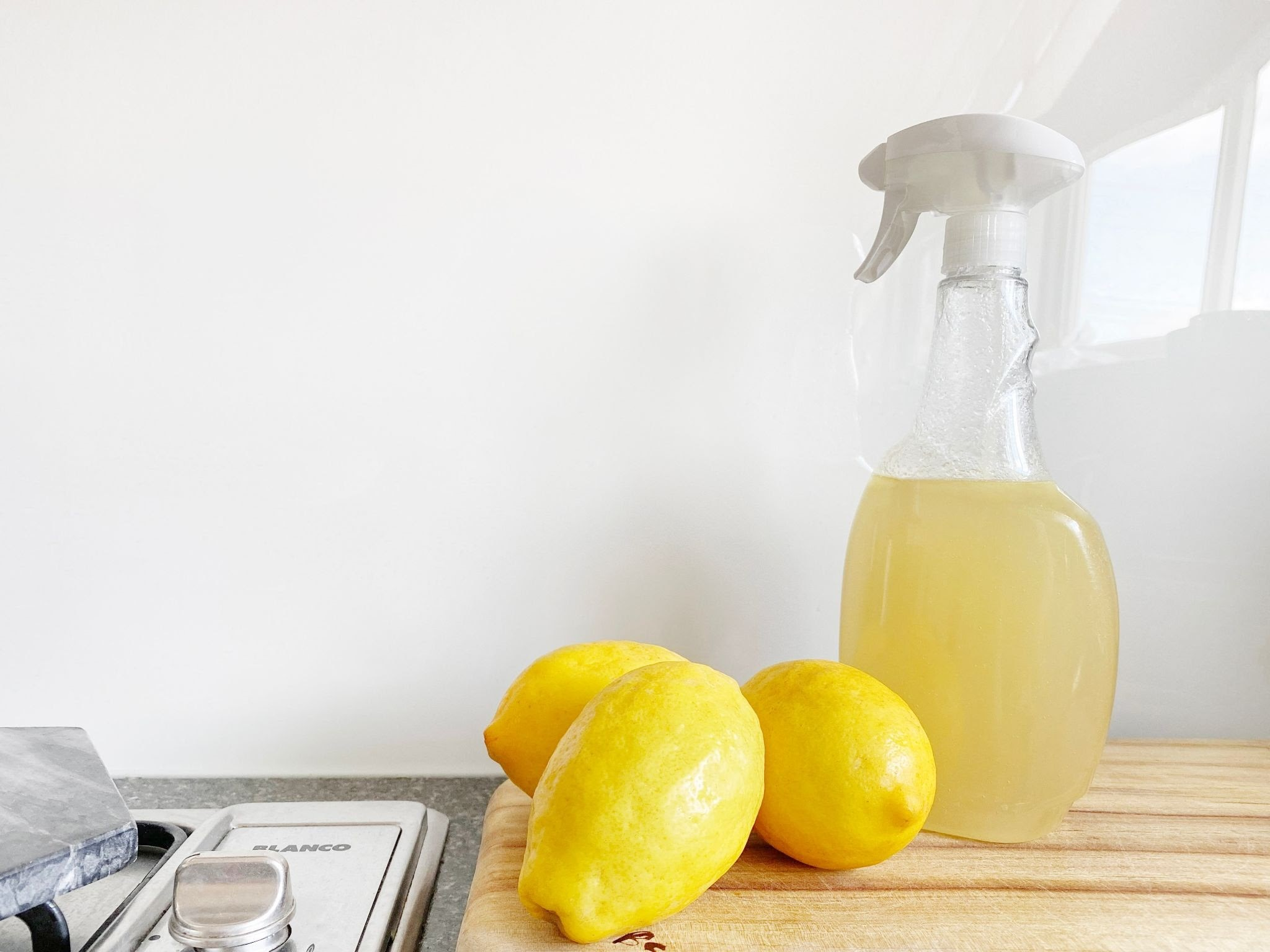 Natural Deodorizing Solutions for a Smelly Room